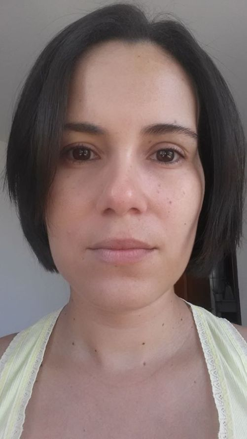 base-maybelline-aplicada-metade-do-rosto